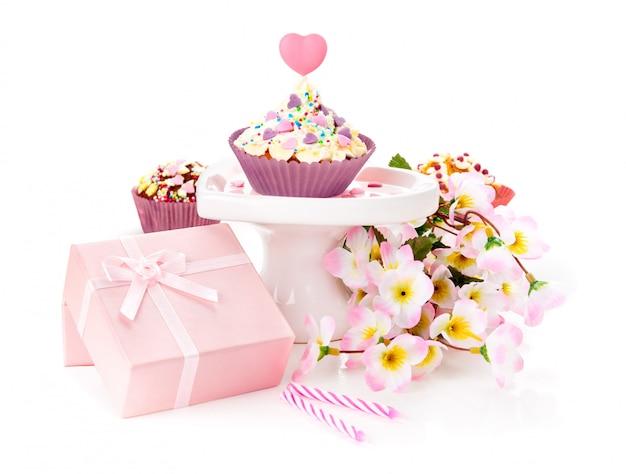 Geburtstagsgeschenke auf weiß