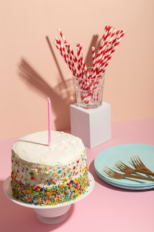 Geburtstagskonzept mit leckerem kuchen
