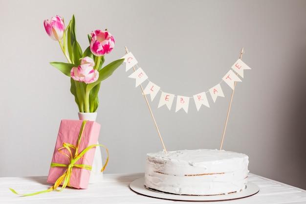 Geburtstagskuchenstillleben