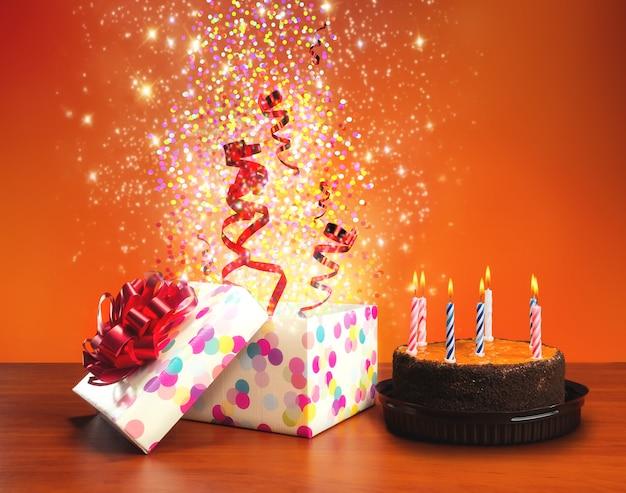 Geburtstagstorte und geschenke