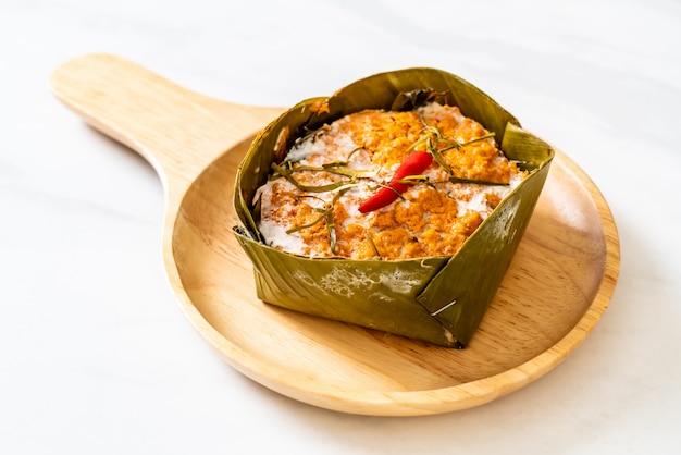 Gedünsteter fisch mit currypaste