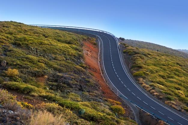Gefährliche kurven der grünen bergkurvenstraße
