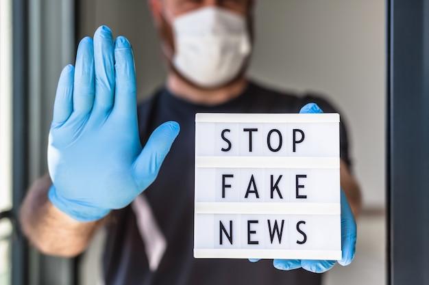 Gefälschte nachrichteninfodemien während des covid-19-pandemiekonzepts