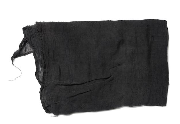 Gefaltete küchenserviette aus schwarzer gaze auf weißem hintergrund, ansicht von oben