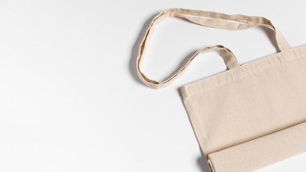 Gefaltete stoff-einkaufstasche flach liegen