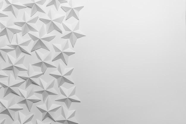Gefaltete weiße origami-sterne
