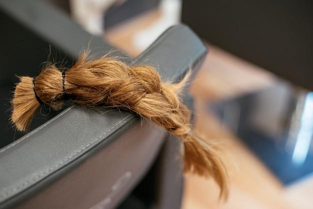 Geflochtenes haar für die krebsspende
