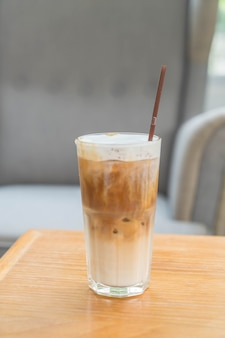 Gefrorene kaffeetasse