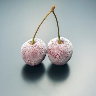 Gefrorene kirschbeere. früchte und vitamine. gesundes essen zum frühstück. früchte der vegetation. fruchtdessert