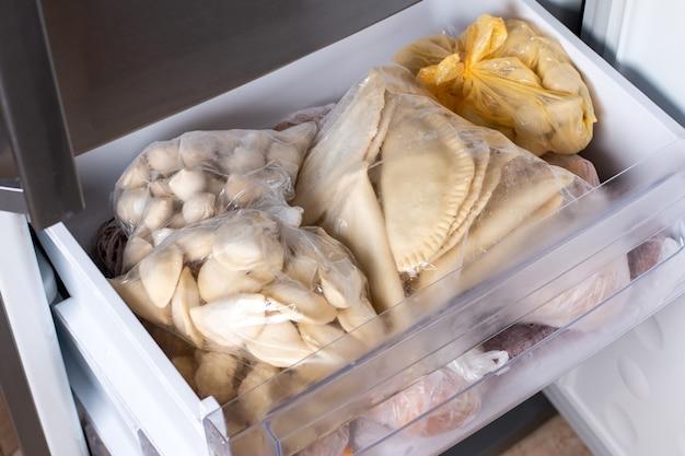 Gefrorene knödel im kühlschrank