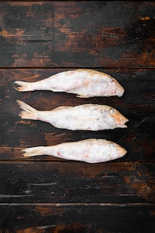 Gefrorene rotbarbe oder barabulka roher fisch