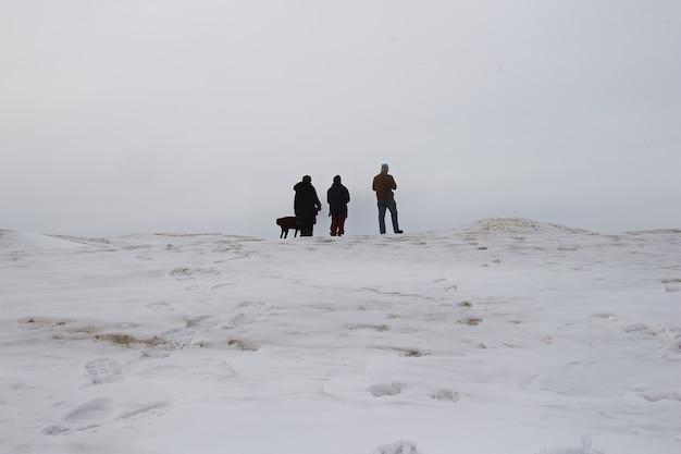 Gefrorener see in kanada.