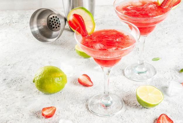 Gefrorenes erdbeer-margarita-cocktail