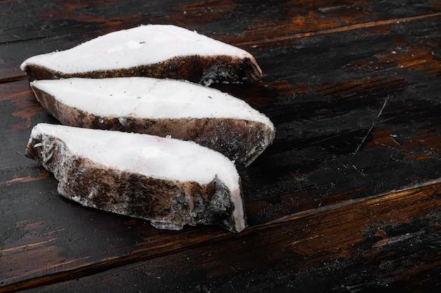 Gefrorenes steak mit heilbuttfisch