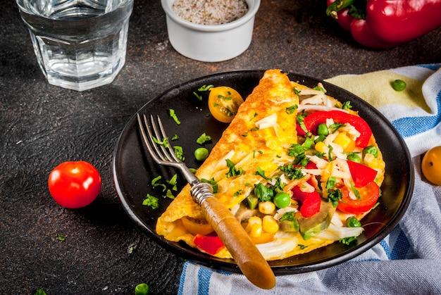Gefülltes omelett mit gemüse
