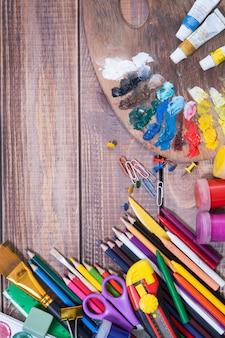 Gegenstände für die kreativität der kinder, hintergrund