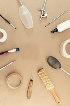 Gegenstände und werkzeuge für die arbeit eines schuhmeisters