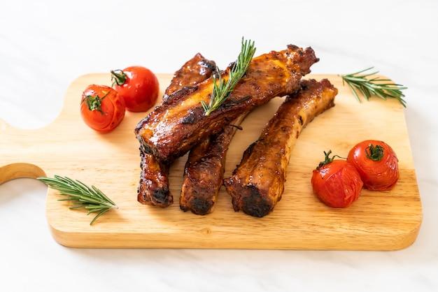 Gegrillte barbecue ribs schweinefleisch