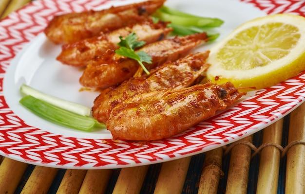 Gegrillte jamaikanische jerk shrimps mit mango chutney