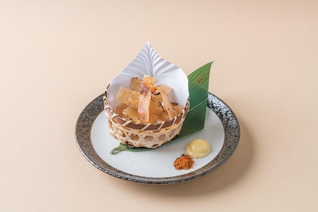 Gegrillte rochenflosse (eihire) - japanische küche