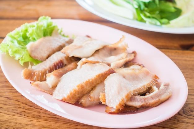 Gegrillte schweinefleisch-thai-art