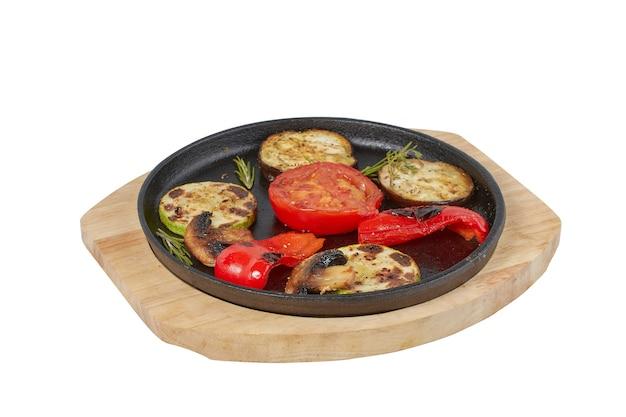 Gegrillte zucchini, gericht für restaurant, bildisolat