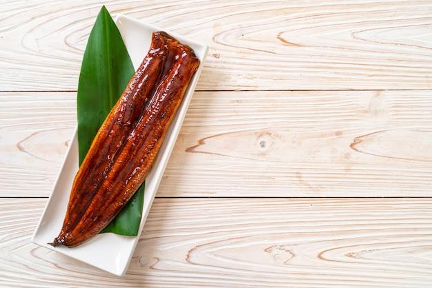 Gegrillter aal oder gegrillter unagi mit sauce (kabayaki). japanisches essen.