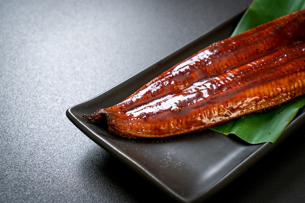 Gegrillter aal oder gegrillter unagi mit sauce (kabayaki) - japanisches essen.