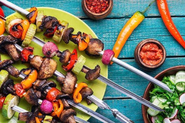 Gegrillter gemüseaufsteckspindelkebab
