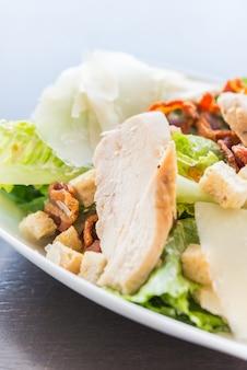 Gegrillter hühnersalat - gesundes essen