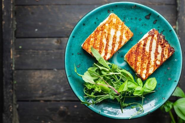 Gegrillter käse halloumi gebratene mahlzeit snack kopie raum essen hintergrund rustikale draufsicht keto oder paleo