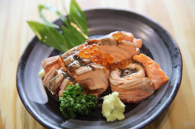 Gegrillter lachs-sashimi