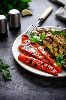 Gegrilltes gemüse. sommer veganes essen