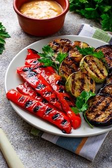 Gegrilltes gemüse, veganes sommeressen