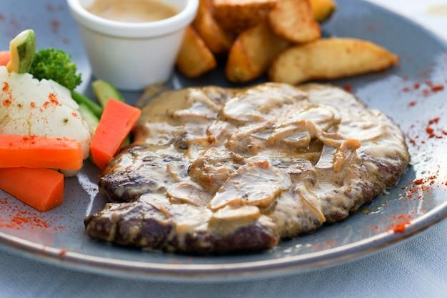 Gegrilltes steak, bbq, beef steak