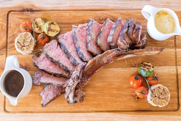 Gegrilltes tomahawk steak