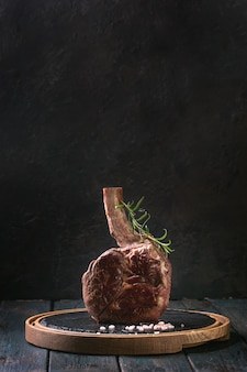 Gegrilltes tomahawk-steak