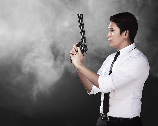 Geheimagent holding gun