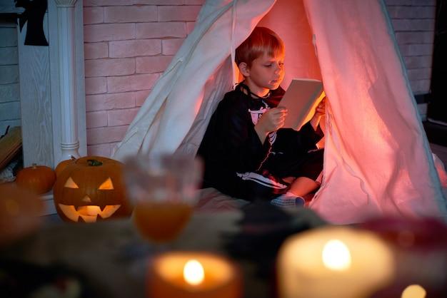 Geheimnisvolle nacht am halloweenabend
