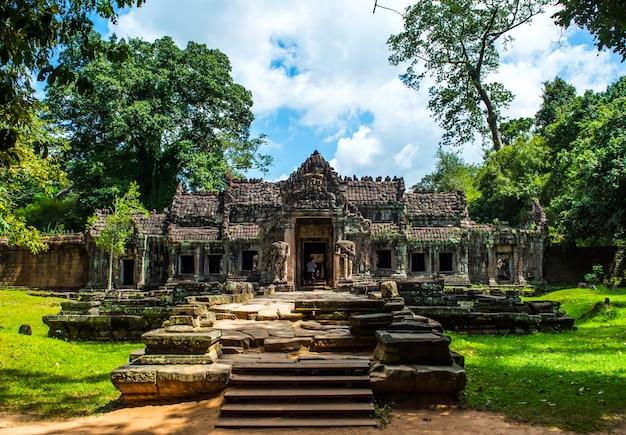 Geheimnisvolle ruinen des alten preah khan-tempels