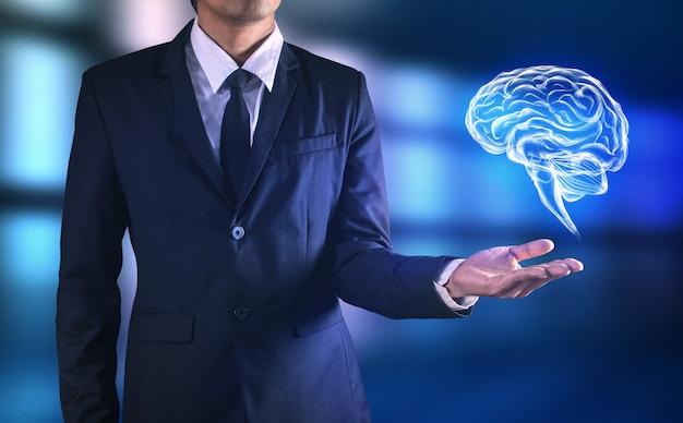 Gehirn in der hand des mannes