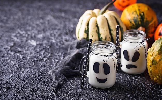Geisterhafte halloween-getränke für die party