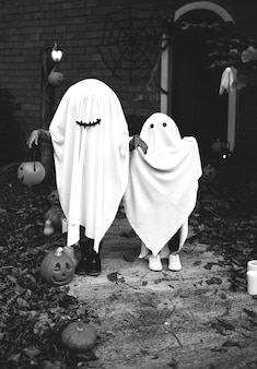 Geisterkostüm für halloween-party