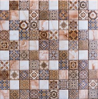 Gekachelte hintergrundtextur fliesen mosaik abstrakte geometrische formen