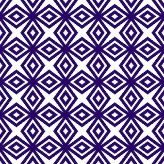 Gekacheltes aquarellmuster. lila symmetrischer kaleidoskophintergrund. textilfertiger magnetdruck, bademodenstoff, tapete, verpackung. handgemaltes gekacheltes aquarell nahtlos.