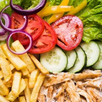 Gekochte fleisch- und gemüse-kebab-nahaufnahme