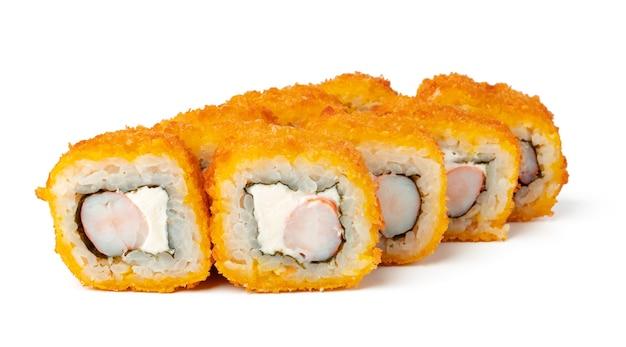 Gekochte sushirolle lokalisiert auf weiß