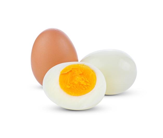 Gekochtes ei lokalisiert auf weißem hintergrund