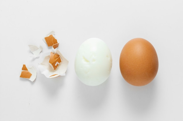 Gekochtes ei und rohes ei