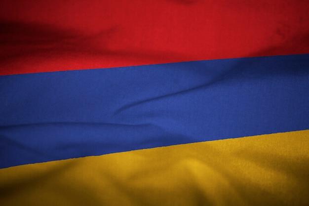 Gekräuselte flagge von armenien im wind wehen